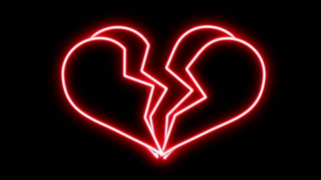 vídeos de stock, filmes e b-roll de néon vermelho brilhante, quebrando o coração loop - símbolo do coração