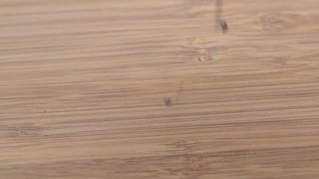 vídeos de stock, filmes e b-roll de grãos de quinoa preta livre de glúten - sem glúten