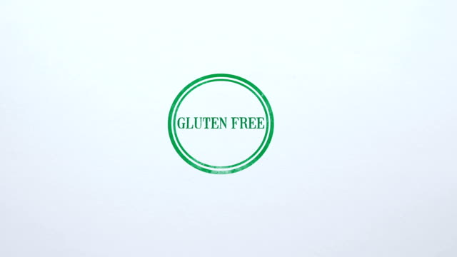 vídeos de stock, filmes e b-roll de selo livre de glúten estampado no fundo de papel em branco, dieta saudável, nutrição - sem glúten