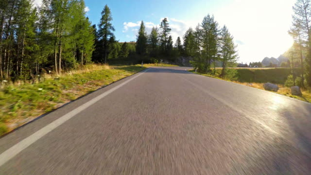 going away for the weekend - strada tortuosa video stock e b–roll