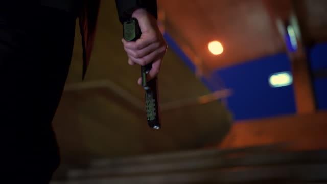 살인을 위해 들어가는 것 - 불길한 스톡 비디오 및 b-롤 화면