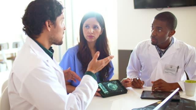 vidéos et rushes de traversez un patients enregistrements - equipement médical