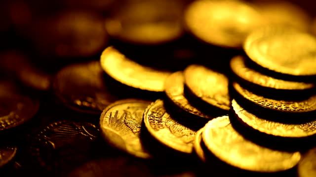 золотые монеты - монета стоковые видео и кадры b-roll