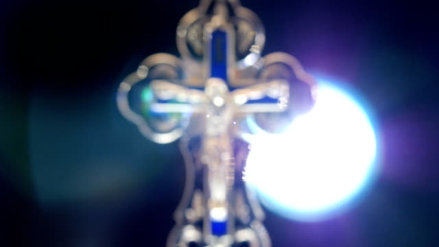 vídeos de stock, filmes e b-roll de gold cruz de jesus cristo - primeira comunhão
