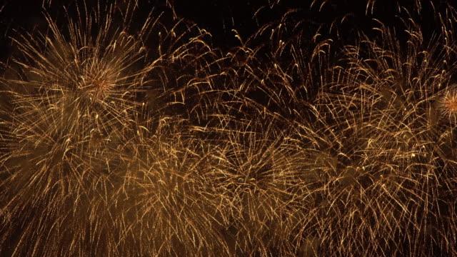 show de magia de oro de los fuegos artificiales - vídeo