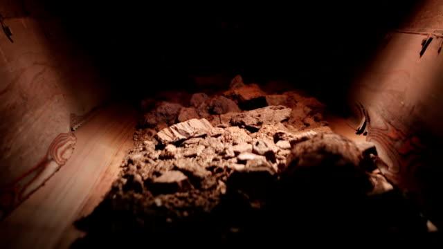 guld malm på transportband i gruvschakt - mineral bildbanksvideor och videomaterial från bakom kulisserna