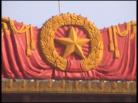 złota gwiazda na czerwonym. komunistyczna symbol - krócej niż 10 sekund filmów i materiałów b-roll