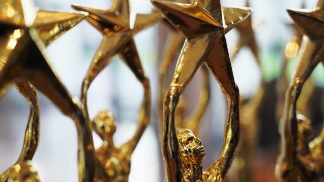 stockvideo's en b-roll-footage met gouden ster trofee. - prijs onderscheiding