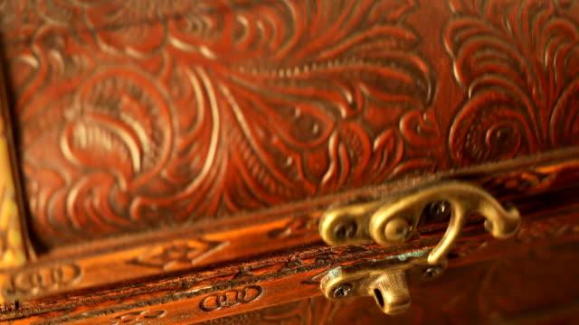 oro! - scatola del tesoro video stock e b–roll