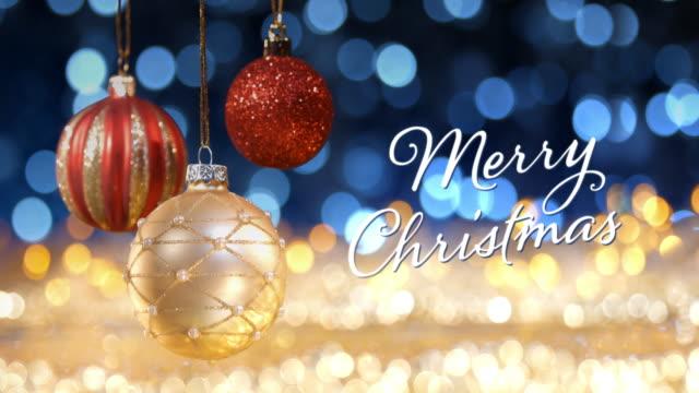 vídeos de stock e filmes b-roll de golden christmas - lights bokeh defocused decoration gold blue - christmas card