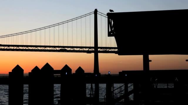 golden gate bridge 해질녘까지 - home 스톡 비디오 및 b-롤 화면