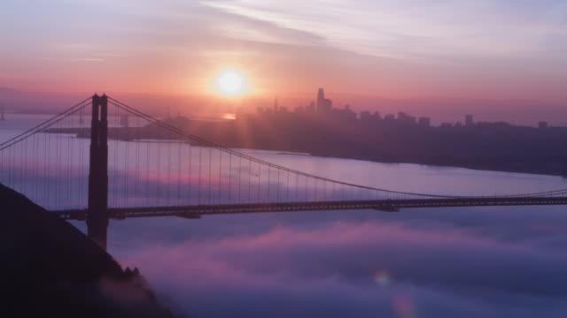 golden gate bridge rosa soluppgång - pink sunrise bildbanksvideor och videomaterial från bakom kulisserna