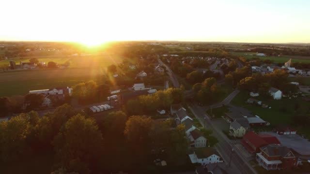 goldene stunde in der kleinen stadt pa - pennsylvania stock-videos und b-roll-filmmaterial