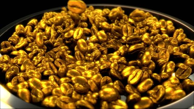 黄金のロースト コーヒー豆カップやボウルに陥るスローモーションで - 木目点の映像素材/bロール
