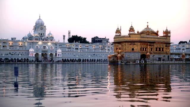 gyllene templet i punjab, indien - pilgrimsfärd bildbanksvideor och videomaterial från bakom kulisserna