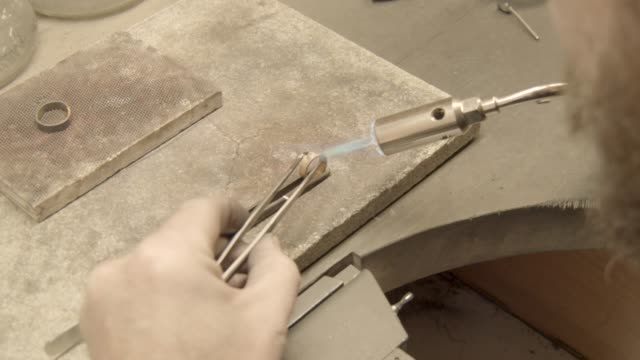 Goldsmith soldering a golden ring video