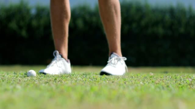 golf swing close-up - oscillare video stock e b–roll