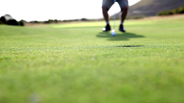 Golfer narrowly misses his putt video