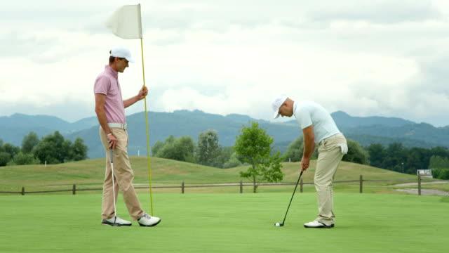 DOLLY HD: Los golfistas estrechándose las manos - vídeo