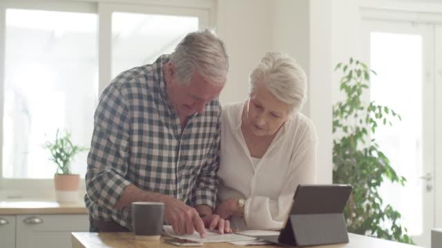 vídeos y material grabado en eventos de stock de una buena planificación financiera los llevó a un buen lugar - planificación financiera