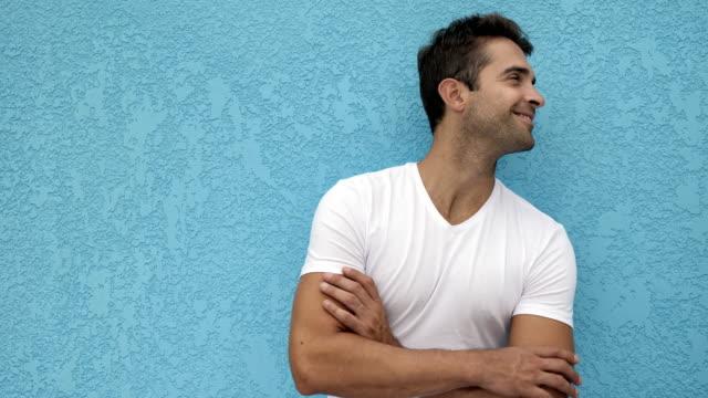 good looking guy - maglietta bianca video stock e b–roll