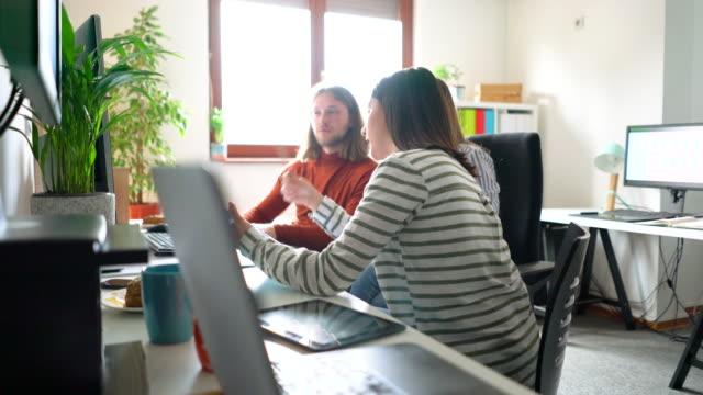良いプロジェクト計画は私たちの仕事の大きな部分です - プロジェクトマネージャー点の映像素材/bロール