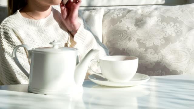 good time for drinking tea - tefat bildbanksvideor och videomaterial från bakom kulisserna