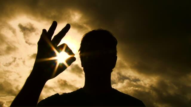 dobra słoneczny sylwetka - znak ok filmów i materiałów b-roll