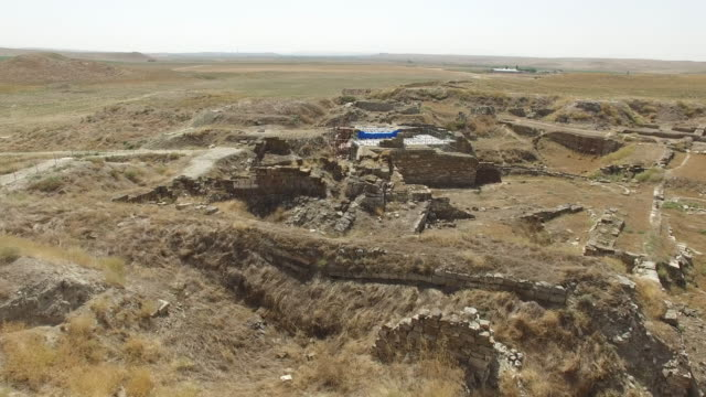 gordion antique city. die antike stadt gordion liegt an der stelle des modernen dorfes yassihöyük, etwa 100 km südwestlich von ankara im bezirk polatlı. die stadt wurde auf der  - ankara türkei stock-videos und b-roll-filmmaterial