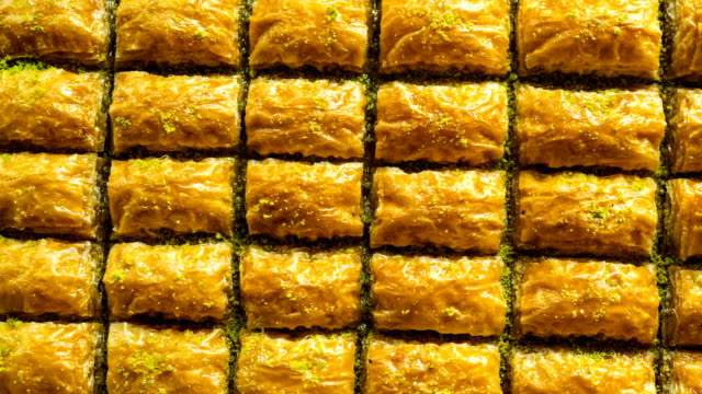 gorgeous delicious traditional pistachio turkish baklava, baklava pattern - pościć filmów i materiałów b-roll