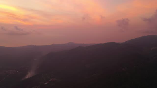 gorgeous sunset sky samui island landskap antenn panorama 4k thailand - pink sunrise bildbanksvideor och videomaterial från bakom kulisserna