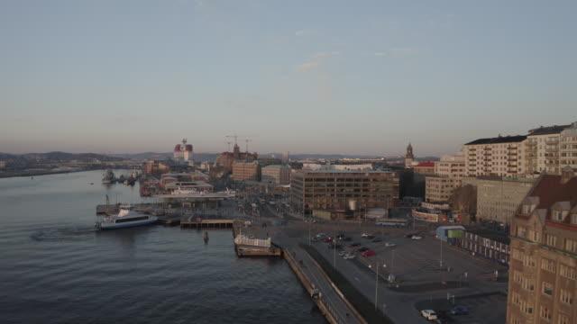 göteborgs stadssilhuetts flygfoto under gyllene timmen - gothenburg bildbanksvideor och videomaterial från bakom kulisserna