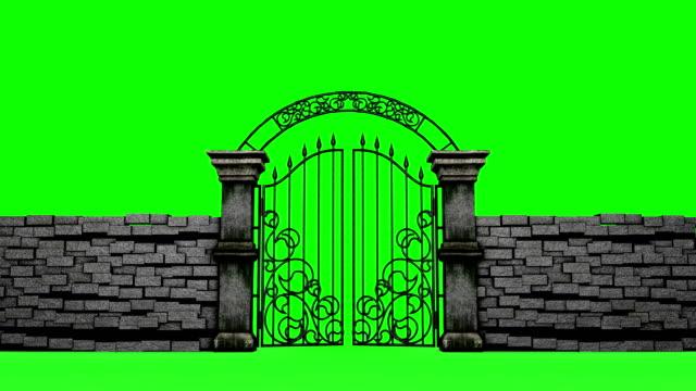 stockvideo's en b-roll-footage met gotische poorten openen op groene achtergrond, 3d animatie - ijzer