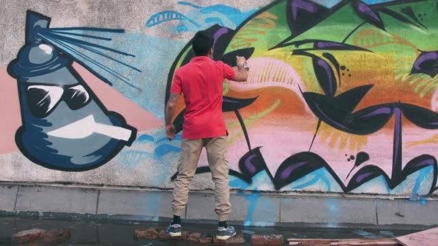 絵画の壁、外装グラフィティ アーティスト - street graffiti点の映像素材/bロール
