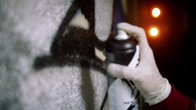 graffiti artist painting on the wall in subway, close up, slow motion - hip hop video stock e b–roll