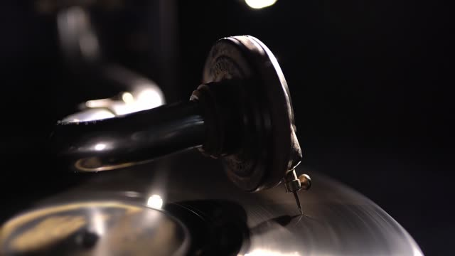 gramophone needle on a rotating playing disc. - video