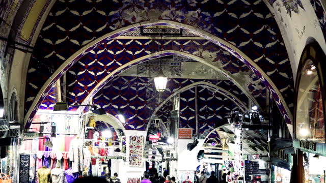 grand bazaar crowd in istanbul - turkey - grand bazaar video stock e b–roll