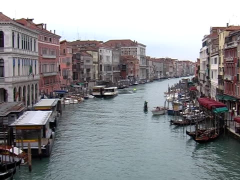 grand canal in venice (view from bridge rivalto) - passenger craft stock videos & royalty-free footage
