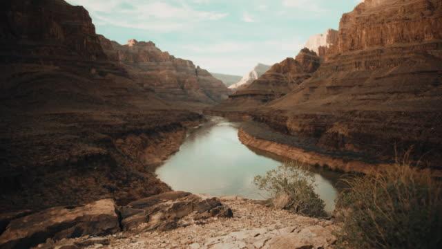 vídeos de stock, filmes e b-roll de grand canyon no arizona - erodido