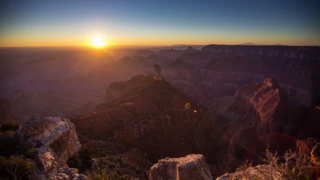 grand canyon sunrise von point imperial - zeitraffer - grand canyon stock-videos und b-roll-filmmaterial