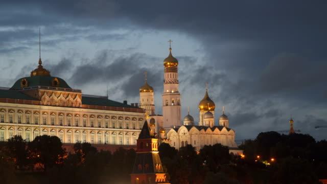 grand kremlin palace och katedralen bebådelsen i moskva - kreml bildbanksvideor och videomaterial från bakom kulisserna