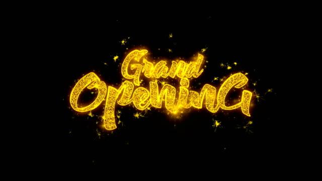 vídeos y material grabado en eventos de stock de gran tipografía de apertura escrita con partículas doradas chispas fuegos artificiales - gran inauguración