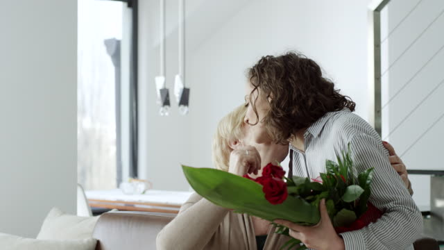 Granddaughter surprise grandmother with bouquet of flowers video