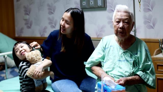 granddaughter talking with her grandmother - prendersi cura del corpo video stock e b–roll