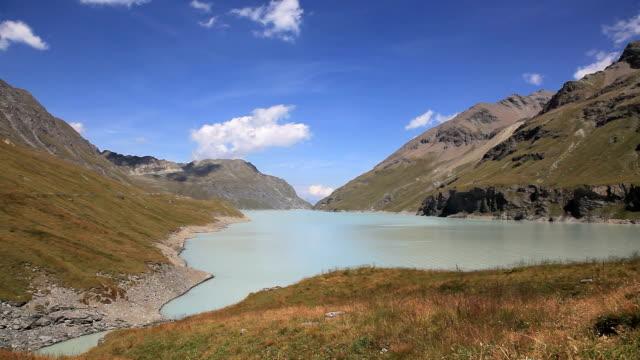 vidéos et rushes de grande dixence et dix lake, suisse - randonnée équestre