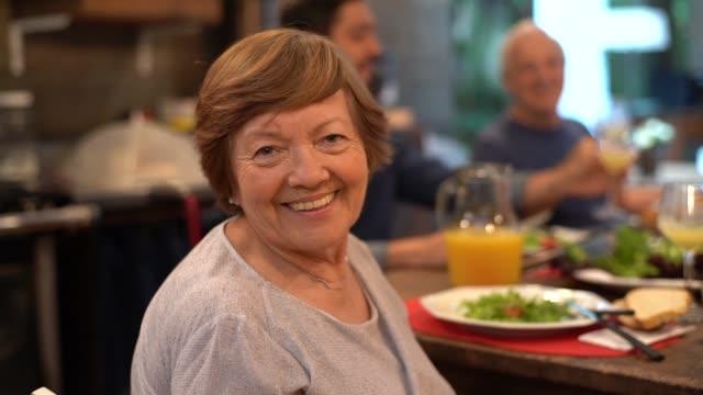 stockvideo's en b-roll-footage met grootmoeder portret op familiediner - latijns amerikaanse en hispanic etniciteiten