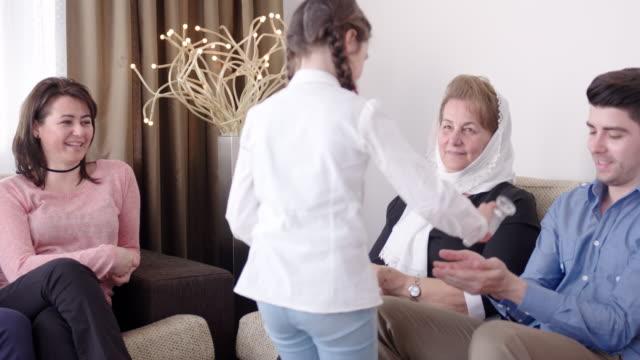 Großmutter Besuch in Bayram – Video