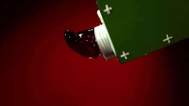 グレープジュースを注ぎ、パック - ぶどう イラスト点の映像素材/bロール