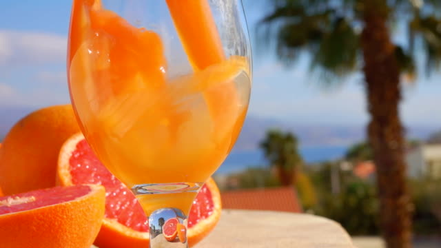 grapefruit juice is poured into a wine-glass - gusto aspro video stock e b–roll