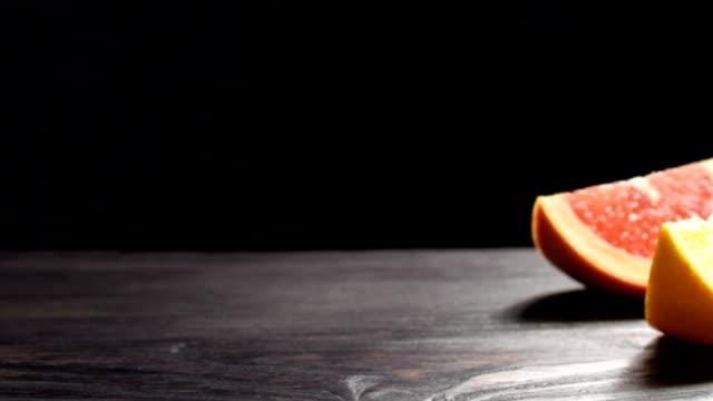 vidéos et rushes de pamplemousse, orange et pomme - pamplemousse